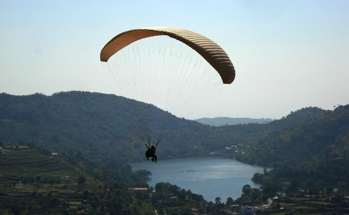 Paragliding near Apical Resort